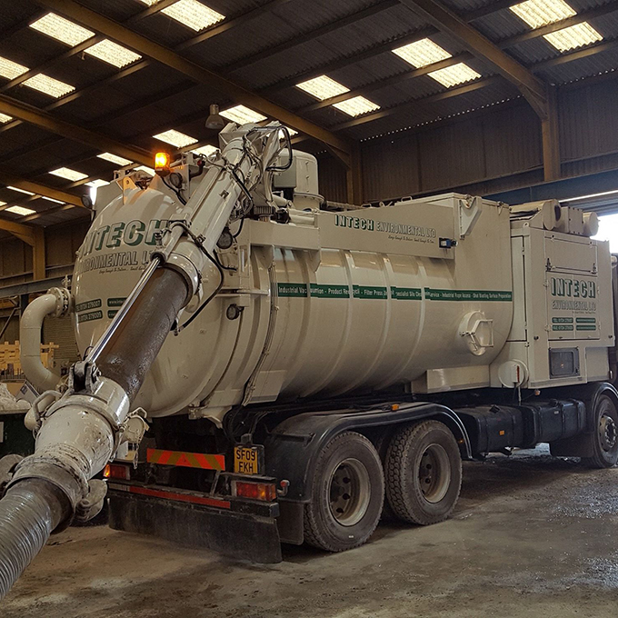 Disab lorry mounted vacuum deployed for low level suction