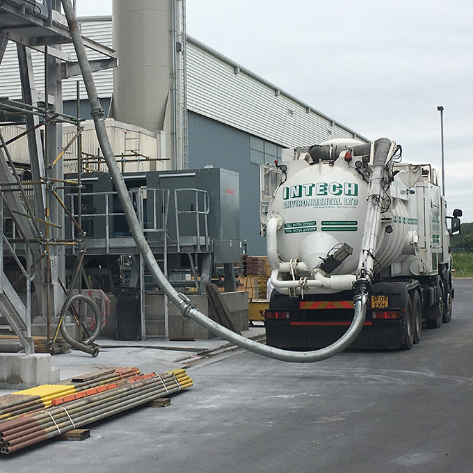 Disab lorry mounted vacuum deployed for high level suction